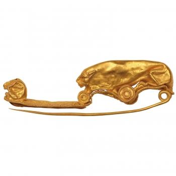MAEC Cortona | Fibula ad arco conformata a pantera accovacciata in oro